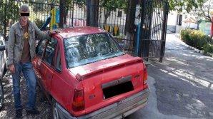 Un tânăr din Stăuceni, reţinut după ce a furat un automobil (VIDEO)