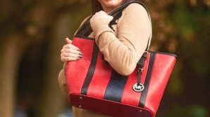 O fetiţă de doar patru ani a murit pe loc după ce a căutat în geanta bunicii nişte bomboane