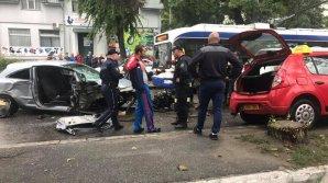 Grav accident rutier pe strada Munceşti! Două maşini au fost făcute praf (FOTO/VIDEO)