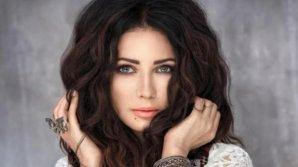 O cântăreață a fost reținută în aeroport pentru că nimeni nu credea că are vârsta din pașaport