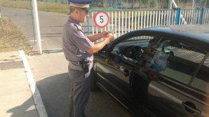 Un moldovean cu permis de conducere necorespunzător, depistat la controlul de frontieră