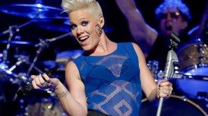 """Interpreta americană Pink își sărbătorește ziua de naștere. Album """"Missundaztood"""", cel mai bine vândut din cariera sa"""