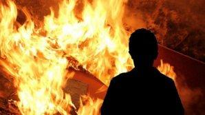 Un bărbat a fost reținut după ce a incendiat în mod intenționat casa fostei sale concubine