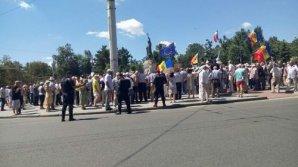 Protest eșuat al opoziției. Unii manifestanţi au fost agresivi, iar alţii s-au arătat dezamăgiţi: Ce demnitate mai vor ei și ce adevăr?