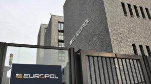 Europol cere măsuri după semnalarea a aproape 1 milion de tranzacții bancare suspecte de spălare de bani