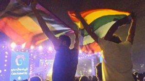 Poliția egipteană a arestat șapte persoane după ce au afișat steagul curcubeului la un concert