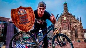 Szymon Godziek şi-a încântat publicul cu acrobaţii de excepţie la o cursă de ciclism