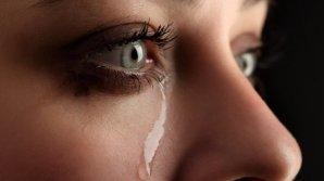 Lacrimile sunt arma femeilor. Ce a făcut o tânără după o altercaţie cu un profesor
