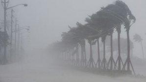 PUBLIKA WORLD. Uraganul Maria a făcut prăpăd. Străzi inundate, mașini în derivă şi acoperișuri smulse