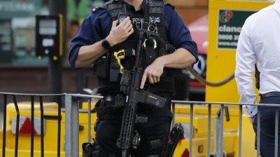 Doi indivizi au fost arestați miercuri în cadrul anchetei atentatului din metroul londonez