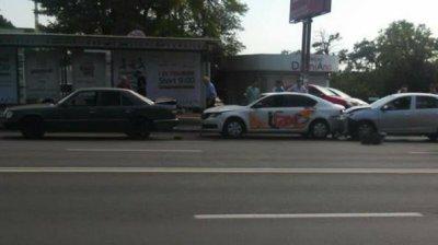 Accident ÎN LANŢ pe bulevardul Renaşterii. Şoferii nu au păstrat distanţa în trafic (FOTO)