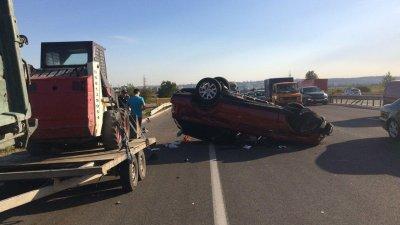 ACCIDENT GRAV în apropiere de Stăuceni. O maşină S-A RĂSTURNAT pe şosea. Sunt răniţi (VIDEO/FOTO)