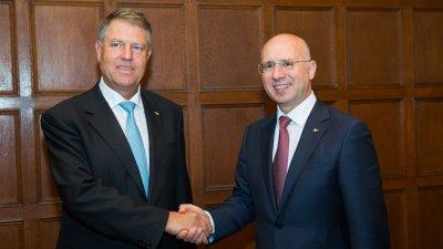 Premierul Filip a fost felicitat de Președintele Iohannis pentru reuşita de a conduce Guvernul într-un mod care ajută cetățenii Republicii Moldova