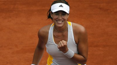 Muguruza a prezentat trofeul atribuit liderului clasamentului WTA. Tenismena a participat la o sesiune foto într-un hotel de lux