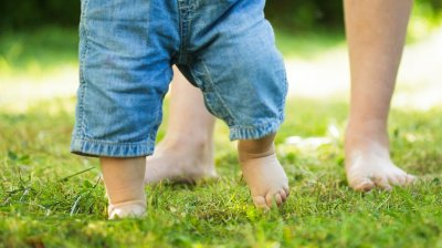 Caz şocant în România. O fetiţă de un an si nouă luni a ajuns la spital, a fost BĂTUTĂ de către concubinul mamei sale