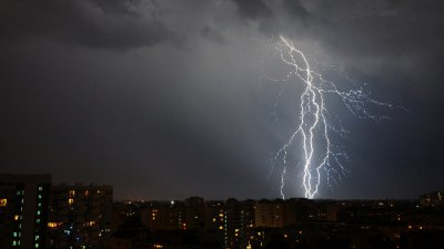AVERTISMENT METEO: O furtună violentă va lovi Bucureştiul în această seară