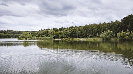 VREMEA SE SCHIMBĂ: Temperaturi în scădere şi ploi cu descărcări electrice în următoarele zile