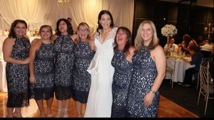 De râs și de PLÂNS! Ce a urmat după ce șase femei au apărut la o nuntă îmbrăcate la fel