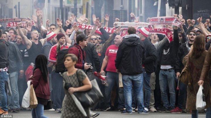 20 de mii de suporteri ai echipei Koln au blocat străzile din Londra. Nemţii au reuşit să se întâlnească cu adversarii de la Arsenal