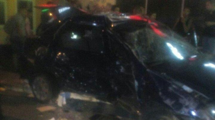 Accident groaznic în sectorul Buiucani. Un Audi a facut zob o maşină de şcoala auto. Şoferul în stare gravă (FOTO)
