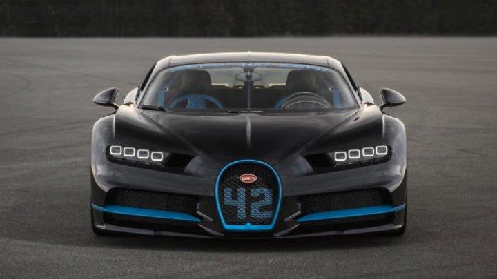 Nou record mondial de viteză. Maşina Bugatti Chiron zboară ca un avion, cu 400 km/h