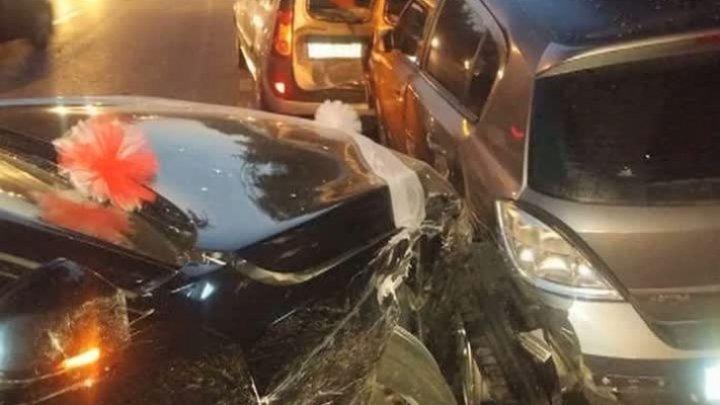 Un şofer mort de beat a distrus cinci maşini parcate pe marginea străzii (FOTO)