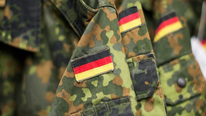 Aproape 400 de soldaţi germani sunt suspectaţi de legături cu extrama-dreaptă