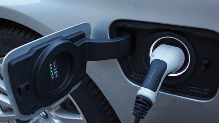 BMW Seria 7 facelift ar putea avea mai multe versiuni hibride