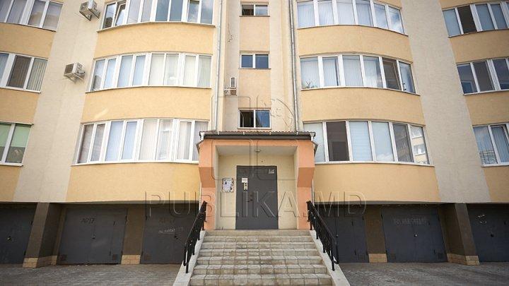 Riscă să rămână pe drumuri. 14 familii din Bălți nu pot să-și privatizeze apartamentele în care locuiesc de 20 de ani