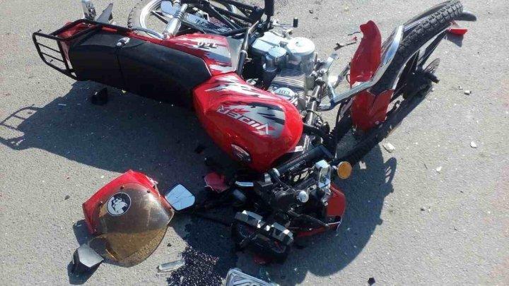 Accident grav la Briceni. Un motociclist în vârstă de 15 ani a ajuns în stare gravă la spital