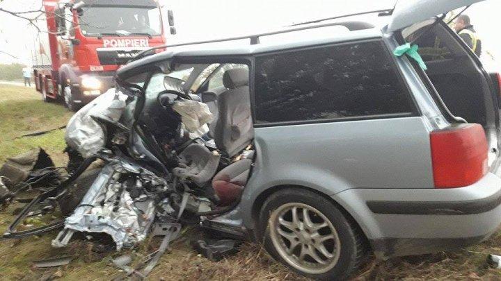 NOAPTE CUMPLITĂ. Trei oameni au murit, iar alţi trei se află în stare gravă în urma a două accidente rutiere (FOTO)