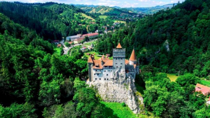 Cu doar 50 de euro poți deveni proprietarul unui castel din Franța. Ce detaliu ascunde oferta bizară