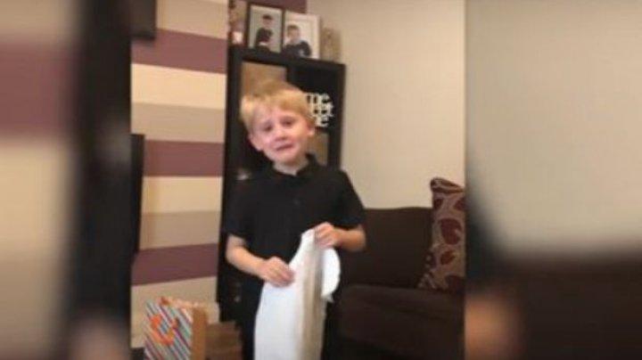 REACŢIA EMOŢIONANTĂ a unui băiețel la vestea că va avea un frățior (VIDEO VIRAL)