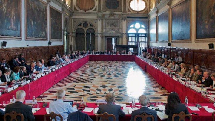 Decizia deputaţilor ACUM - PSRM cu privire la demiterea membrilor CEC contravine recomandărilor Comisiei de la Veneţia