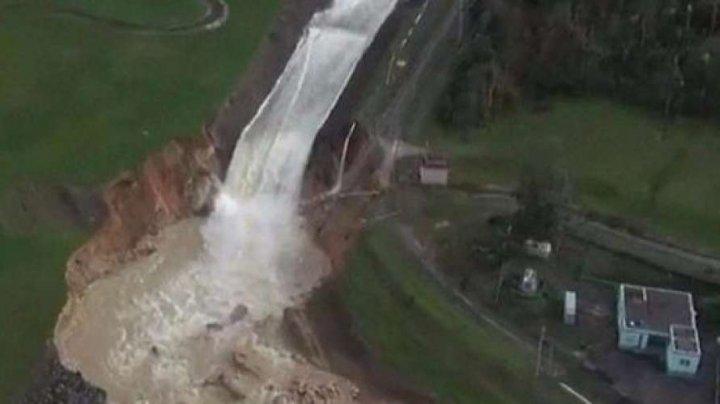 Situaţie de urgenţă în Puerto Rico. Un dig a cedat în urma ploilor torenţiale. Zeci de mii de oameni evacuaţi