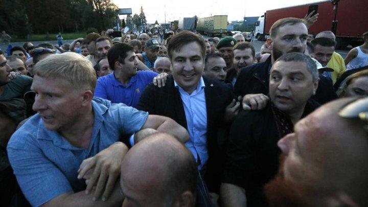 Mihail Saakașvili a intrat în Ucraina, după ce susţinătorii săi au forţat cordonul de militari (VIDEO)