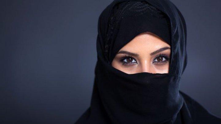DE NECREZUT! A purtat val musulman timp de 19 ani. Cum a reacţionat toată lumea când i-a văzut faţa