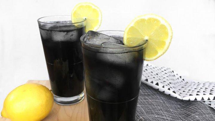 Ai bea o limonadă neagră? Află din ce este făcută şi care sunt beneficiile ei