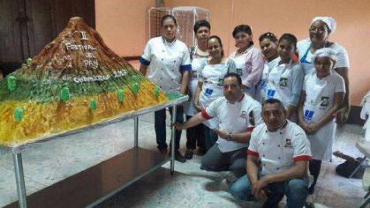 Nicaraguanii au mâncat un tort de 181 de kg reprezentând cel mai înalt vulcan al țării