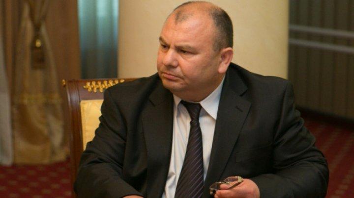 Cum argumentează judecătorul decizia de a elibera mandat de arest pe numele lui Andrei Brăguța