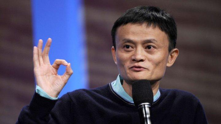 NO COMMENT: Cum a apărut pe scenă cel mai bogat om din Asia (VIDEO)