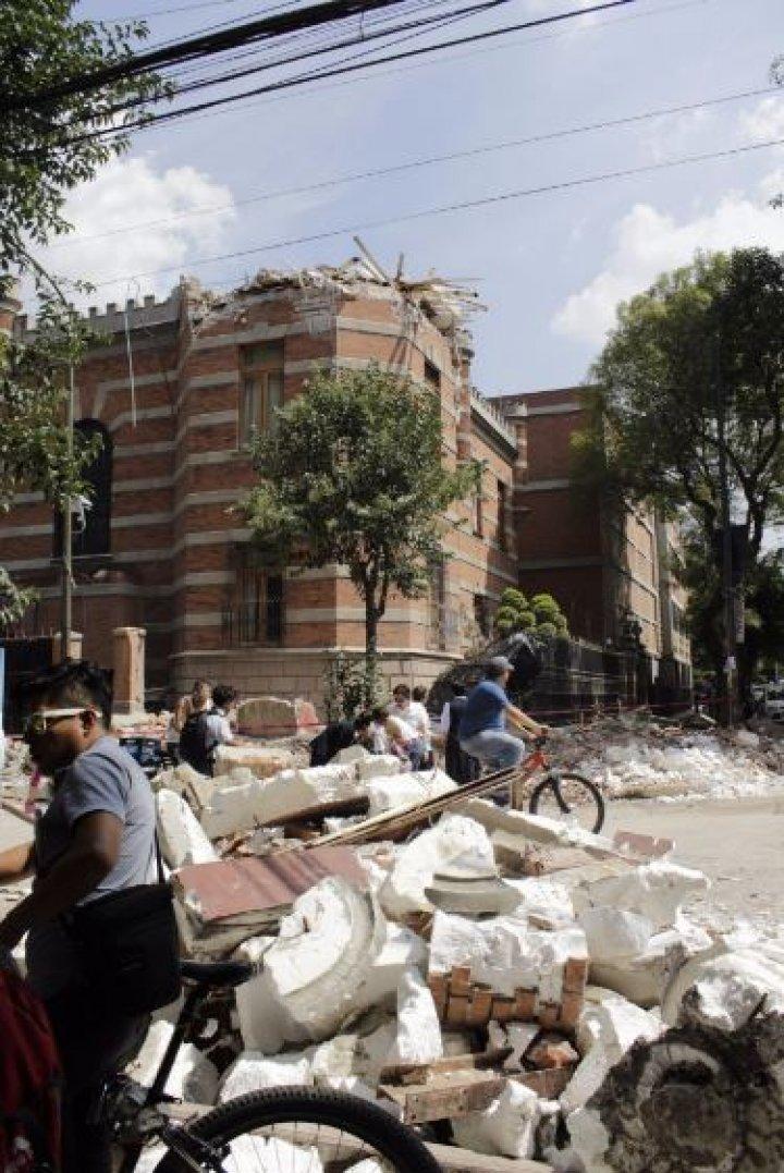 CUTREMUR DEVASTATOR în Mexic. Peste 200 de oameni şi-au pierdut viaţa (FOTO/VIDEO)