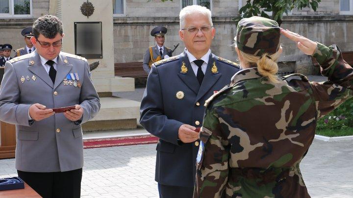 Viitorii ofiţeri ai SIS au jurat credinţă Patriei. Mihai Balan i-a felicitat şi le-a urat bun venit (VIDEO)
