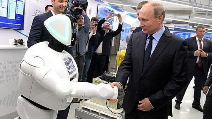 Vladimir Putin a fost luat prin surprindere de către un robot. Ce a făcut acesta