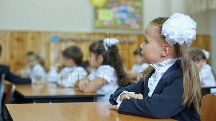 Criticată dur pentru Legea Educației, Ucraina cheamă la discuţii ţările vecine nemulţumite