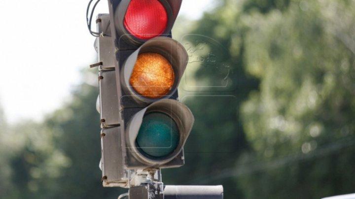 ATENŢIE, ŞOFERI! Semaforul din intersecţia străzilor Hânceşti şi Dokuceaev nu funcţionează