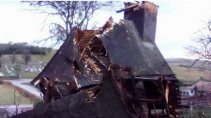 Tornadă cumplită în România. Două biserici din Sălaj, distruse (VIDEO)