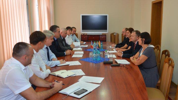 Experții lituanieni, în vizită de documentare la Serviciul Vamal al Republicii Moldova