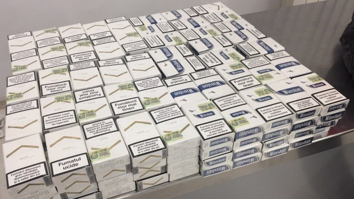 Două tentative de contrabandă cu ţigări, descoperite de vameşi (FOTO)