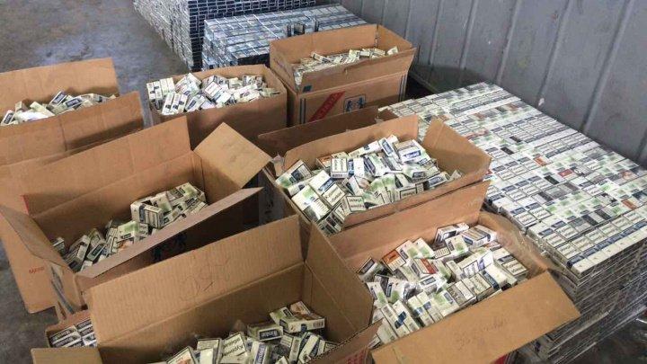 250 de mii de pachete de ţigări de contrabandă, descoperite la bordul unui iaht. Pe ambarcaţiune se aflau un moldovean şi trei ucraineni